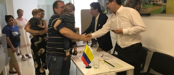 Consulado de Colombia en Asunción inició jornada final del proceso electoral en el exterior para Congreso y consultas interpartidistas 2018