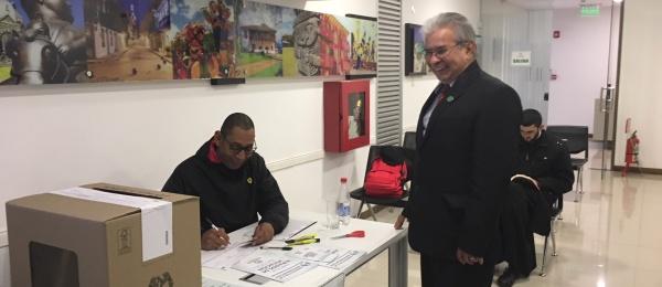 Las mesas de votación para la Consulta Popular Anticorrupción abrieron con normalidad en Asunción, Paraguay