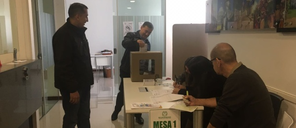 Último de día de votaciones para la segunda vuelta en el Consulado de Colombia en Asunción, Paraguay