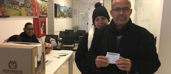 Con normalidad la segunda vuelta de las votaciones presidenciales en el Consulado de Colombia en Asunción, Paraguay